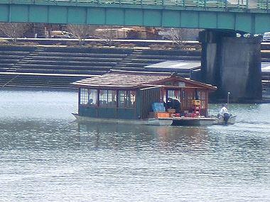 お昼の屋形船が出船いたします 大分県 日田市 日田温泉