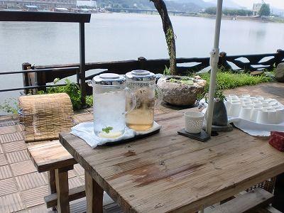 お昼のお客様方でにぎわっています 日田温泉 歴史の宿 亀山亭